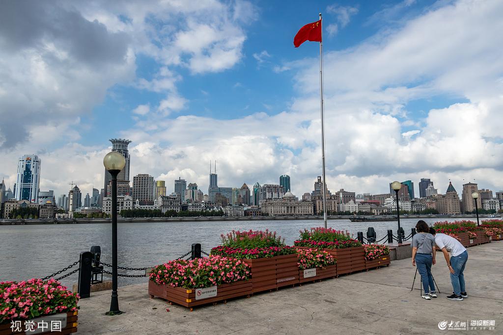 上海迎蓝天白云好天气 浦江两岸景色秀美