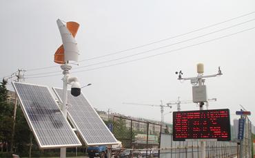 1在飞跃大道凤岐路施工现场,风光互补视频扬尘综合监控系统正在进行实时监测.jpg