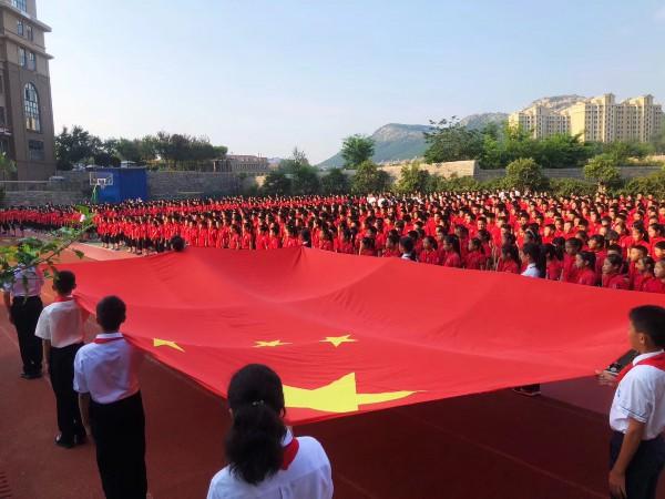 开学升国旗 唱国歌 山东济南百万中小学生开学第一天向祖国宣誓