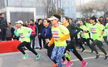 城市微型马拉松跑向高新区  迎新健康跑遇见汉峪金谷新高度