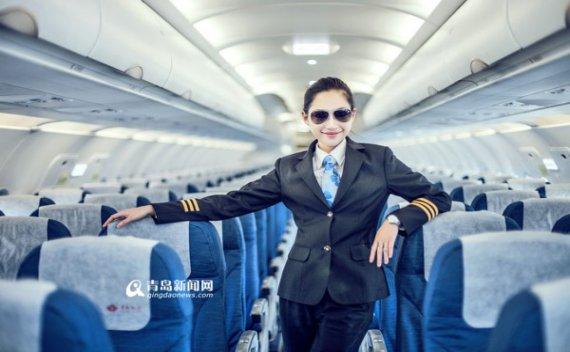 走近青岛航空女飞行员 高颜值的'超女'