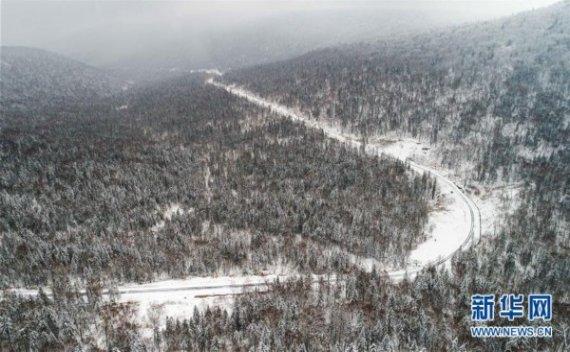 (美丽中国)(1)雪染层林