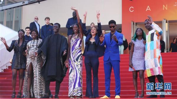 (国际)(1)戛纳电影节:法国影片《大西洋》举行首映
