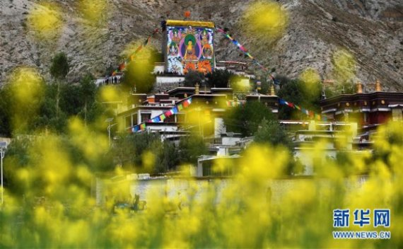 (社会)西藏扎西坚白寺展佛