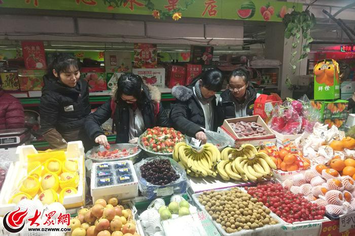 济南:德润高中师生走进社区开展社会实践活动