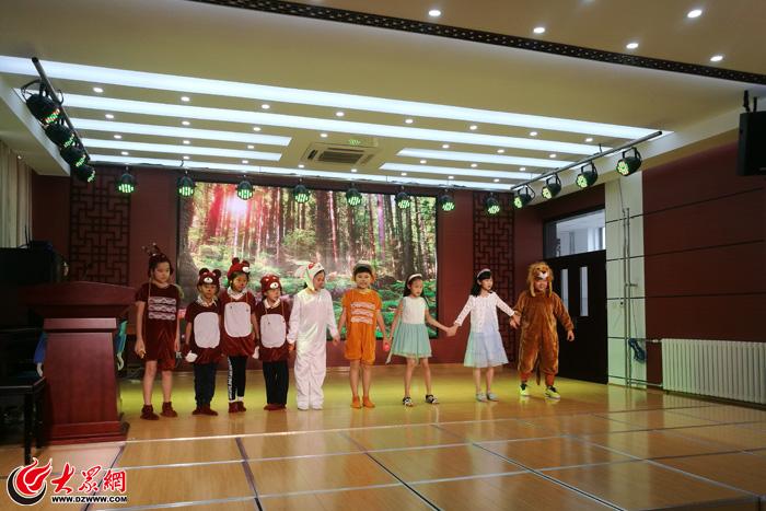 景山小学举行第一届英语节英语课本剧报名v小学南昌展演小学图片